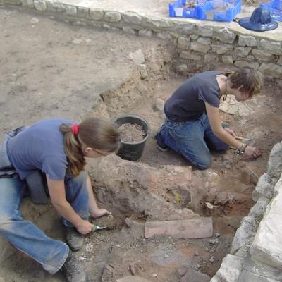 Teilnehmer auf einer Grabung